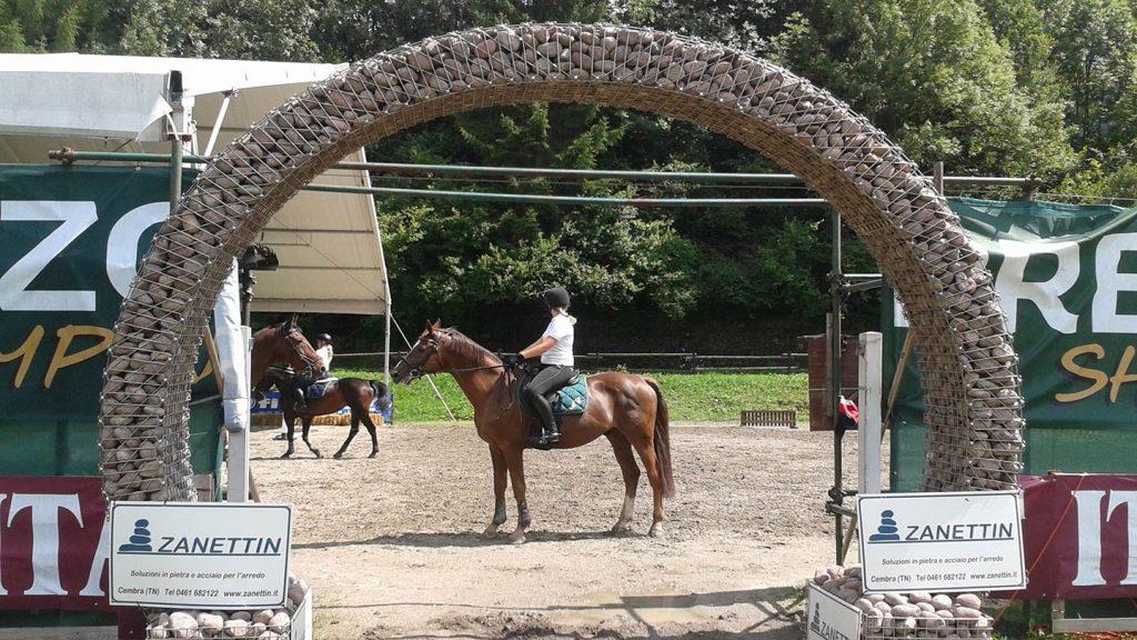 Arco ingresso campo equestre