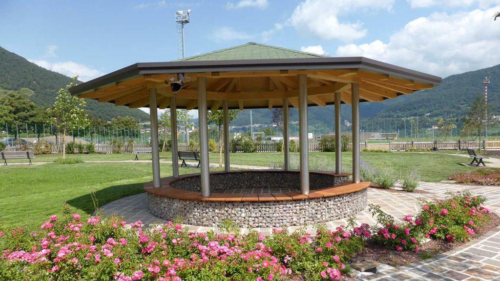 Gazebo parco pubblico in acciaio inox, pietra e legno