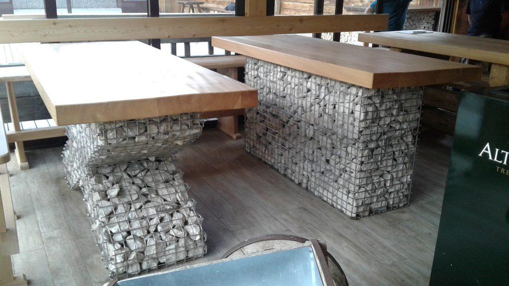 Tavoli ski bar in acciaio, dolomia e legno