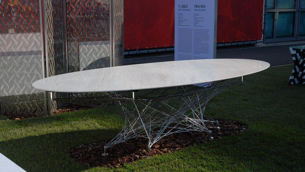 Tavolo in acciaio inox, marmo e fibra di carbonio