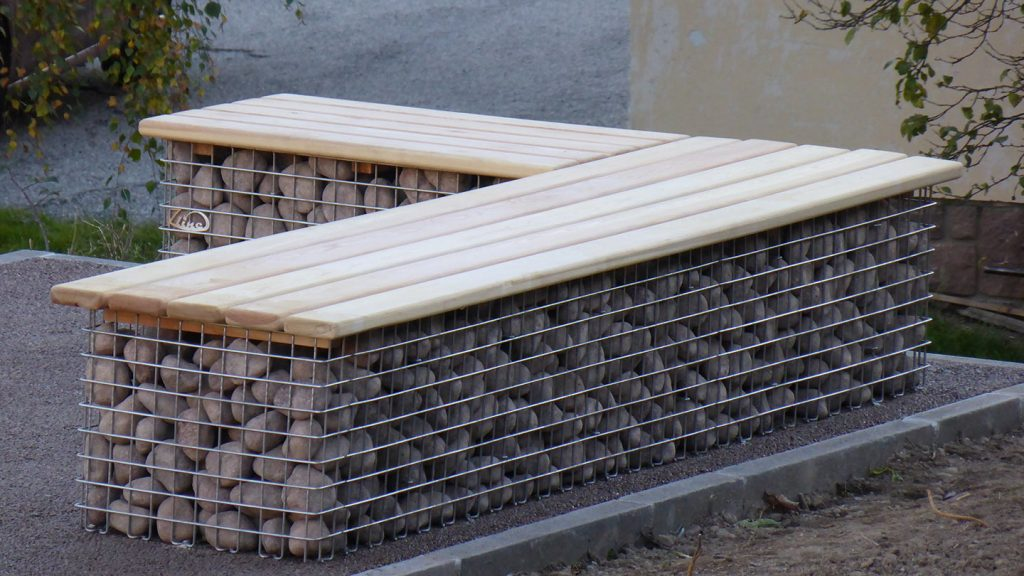 Panchina a onda in acciaio inox e legno