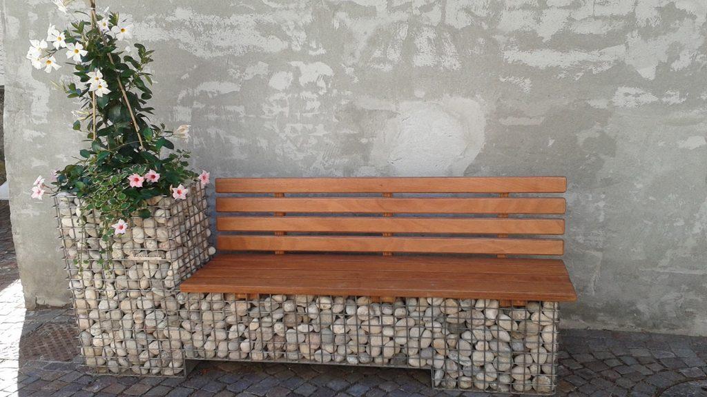 Panchina con schienale in acciaio inox e legno