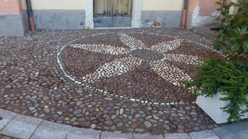 Pavimentazione ingresso chiesa