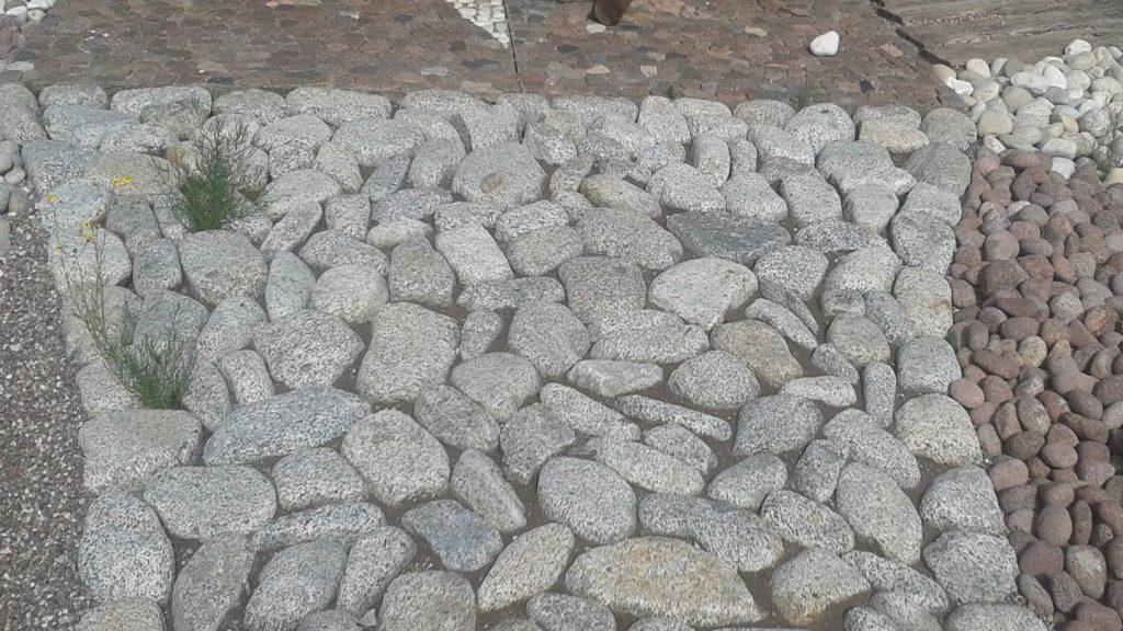 Pavimentazione ciottoli piatti granito