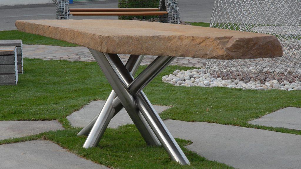 Tavolo in porfido e acciaio inox